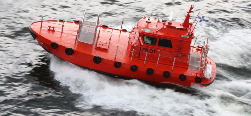 1200px-lotsenboot_vor_helsinki_finnland_0013.jpg