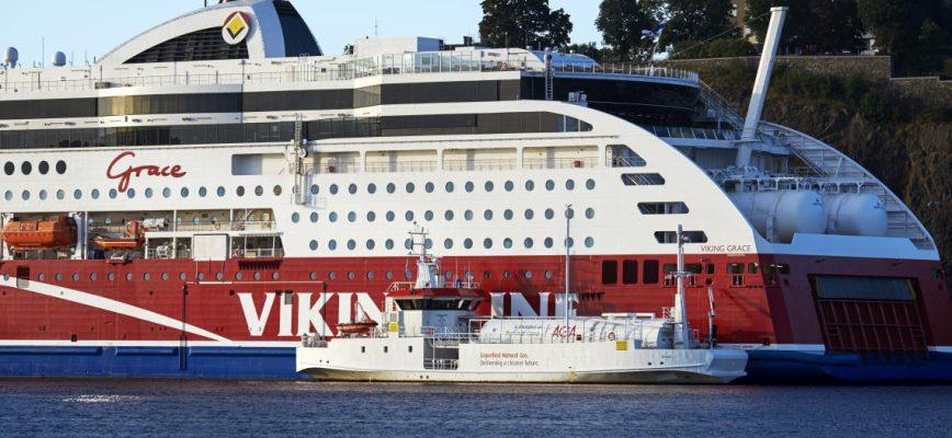 agas_lng-bunkerfartyg_seagas_och_ms_viking_grace_i_stadsgarden_stockholm_2.jpg