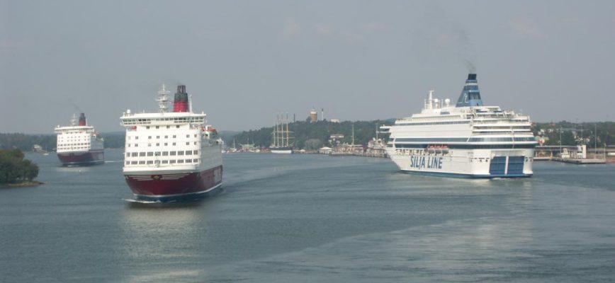 ferries_in_mariehamn_harbor.jpg