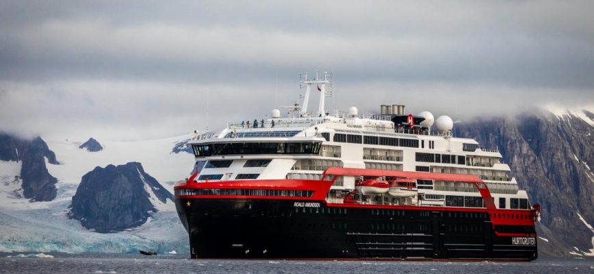 ms-roald-amundsen-svalbard-hgr-138208-_foto_oscar_farrera_jpg.jpg